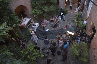 """""""Courtoisie"""" 2011, festival de création contemporaine présenté par l'association PDF du 29 juin au 10 juillet 2011 Toulouse"""